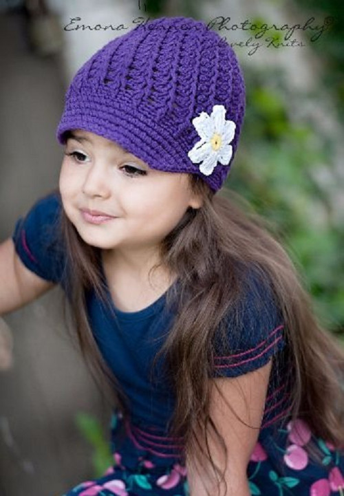 Háčkovaná fialová bekovka s kytičkou