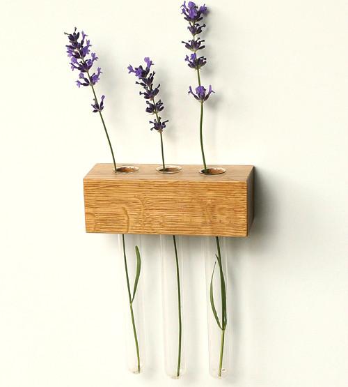 Květinová dubová vázička. Magnetka