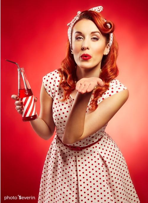 puntíkaté retro šaty - bílé s červeným puntíkem 07b6a6469bb