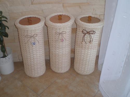 Zásobník na toaletní papír s víčkem