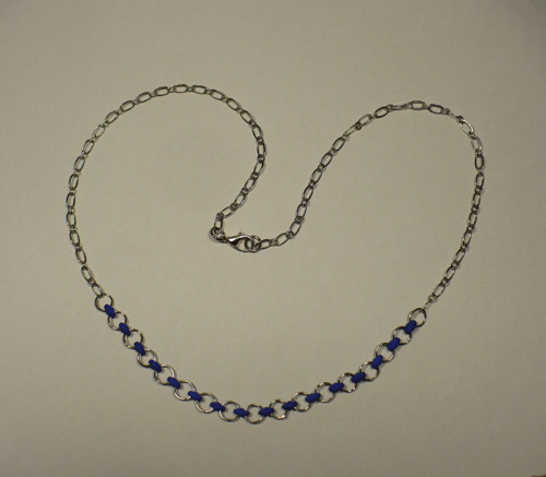 Fialovo-stříbrný náhrdelník