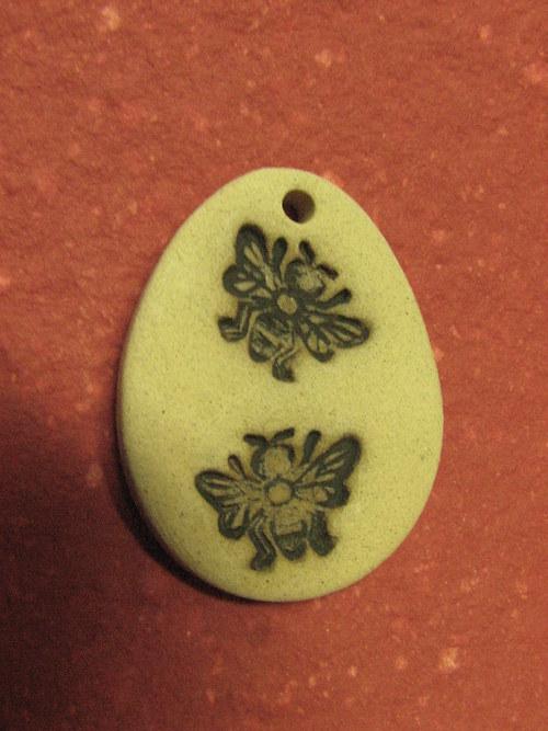 Keramická kraslice včelky v 4,5 cm