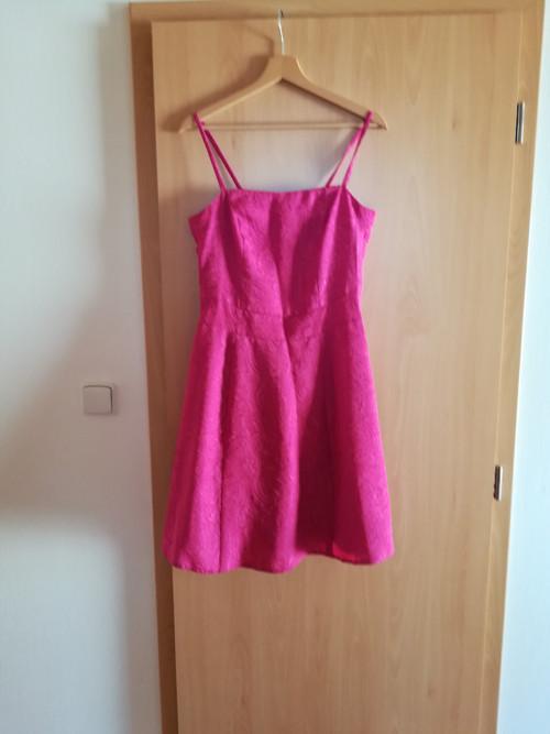 sváteční šaty