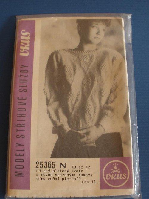 Dámský pletený svetr s rovně vsazenými rukávy