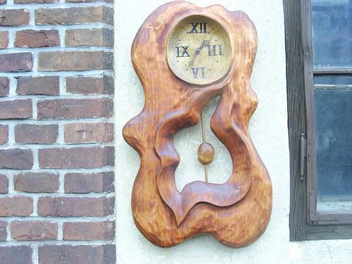 Řezbářské výrobky  hodiny kyvadlové na přání