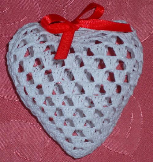 Bílé trojrozměrné srdce