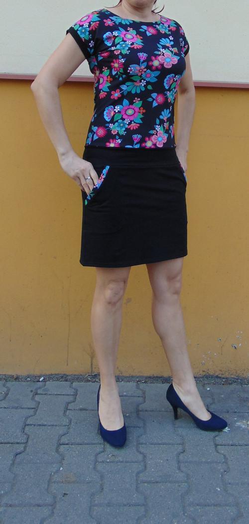 šaty  Retro květy s černou