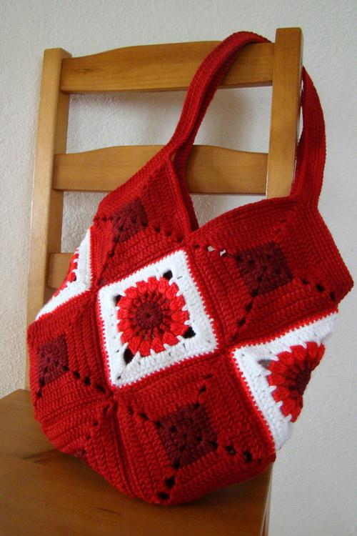 Červená to může být .... háčkovaná kabelka
