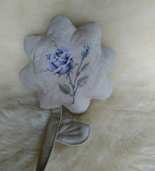 Darovaná květinka....s růžičkou