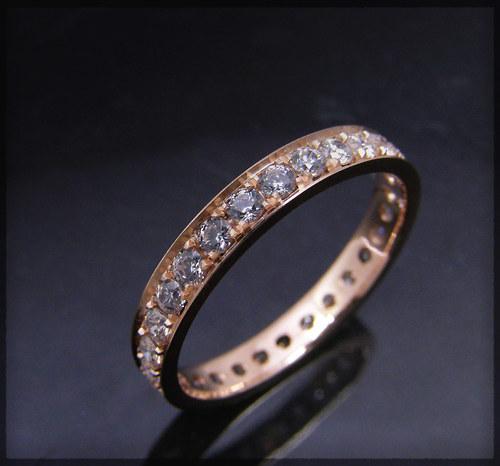 prsten, červené zlato s kubickými zirkony Signity