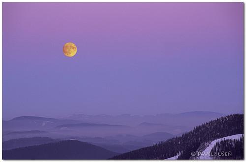 Východ Měsíce