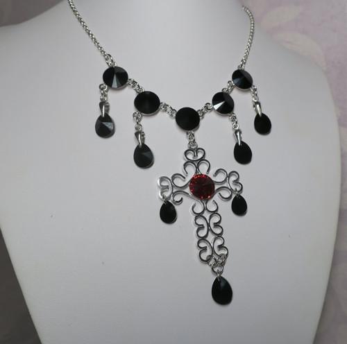 Croix  noire - náhrdelník se Swarovski crystals