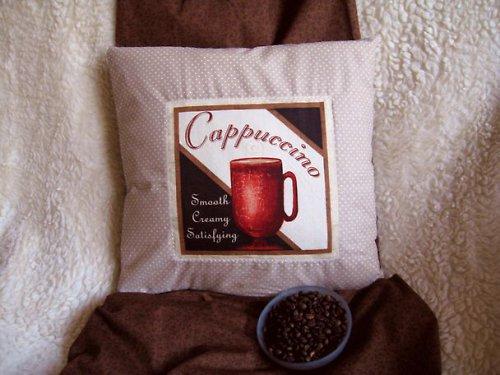 Cappuccino na hnědém puntíčků....