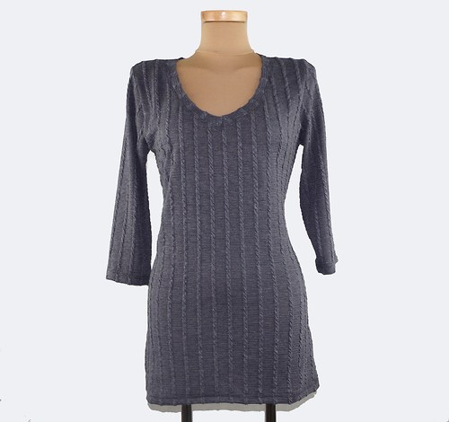 Lehký svetr, tunika.