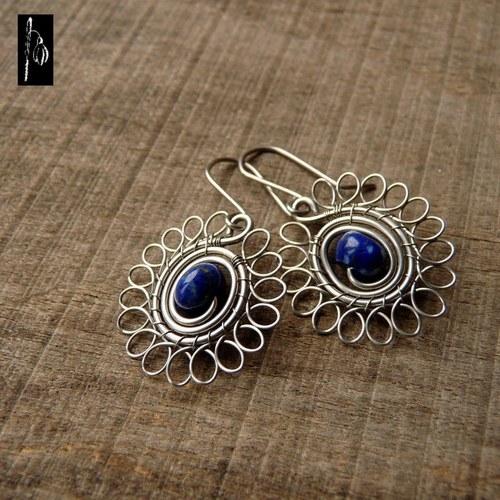 Kopretiny s lapisem lazuli - z chirurgického drátu
