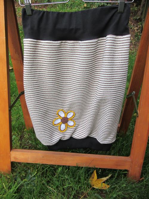 sukně s kytkou