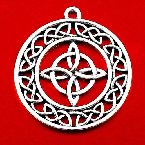 Starostříbrný přívěsek se symbolem uzlů štěstí