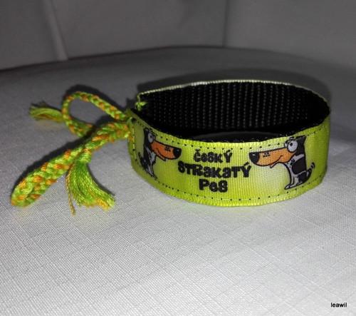 Náramek 2cm český strakatý pes zelený ČŽB