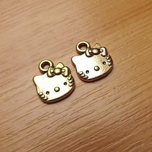 Hello Kitty -  zlatá - 13mm x 11mm