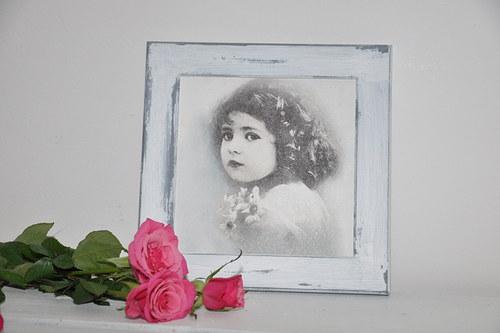 Holčička s květy