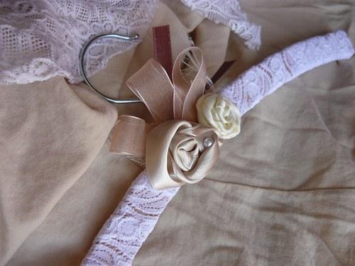 Ramínko na svatební nebo společenské šaty