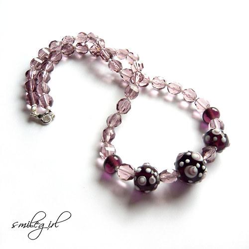 Fialkový ohňovkový náhrdelník s vinutkami