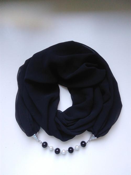Šátek s bižuterií