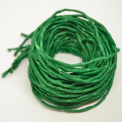 Hedvábná šňůrka tmavě zelená