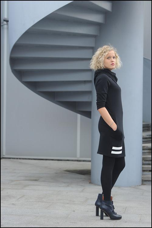 FNDLK úpletové šaty 219 s MAXI límcem