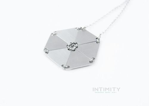 Trojúhelník - náhrdelník Kolo
