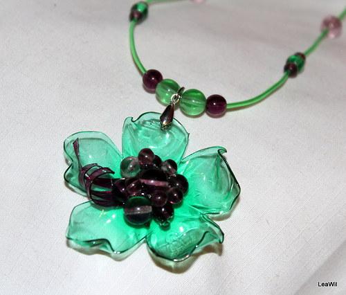 Malinovo-zelená květinka - náhrdelník