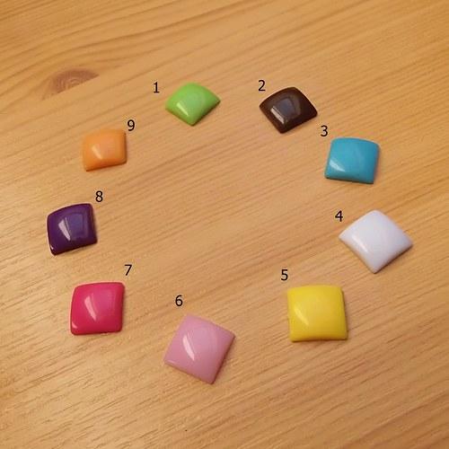 Resinové kabošony - čtverečky - 12x12x4 mm