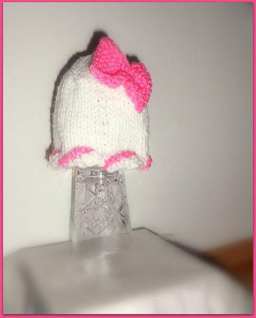 Pletená čepička pro holčičku s mašličkou