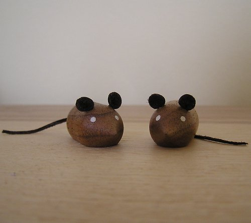 Myšky z ořechového dřeva - 2 ks