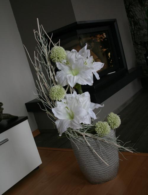 Váza s amarylisy a česneky