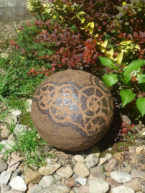 A zase ta koule do zahrady-20cm s malovanými šneky