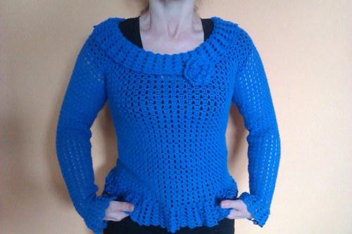 Lehký háčkovaný svetřík