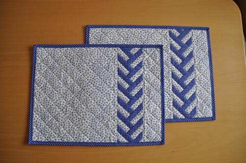 Modrobílé patchworkové prostírání