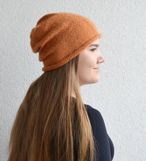 Dlouhá pletená čepice, medová