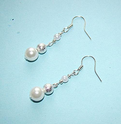 631.náušnice  bílé perličkové