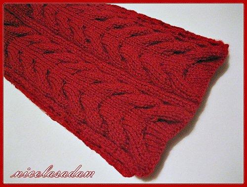Tmavě červená šála
