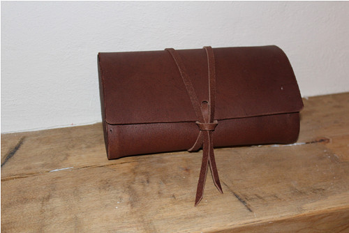Kožená oválná kabelka