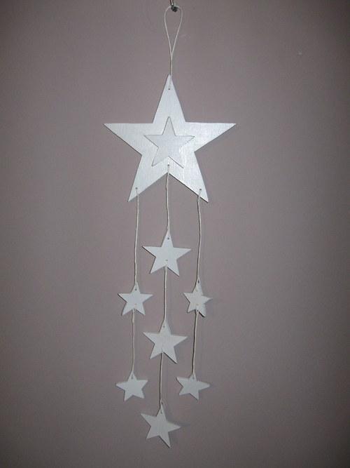 Dřevěný hvězdičkový závěs bílý