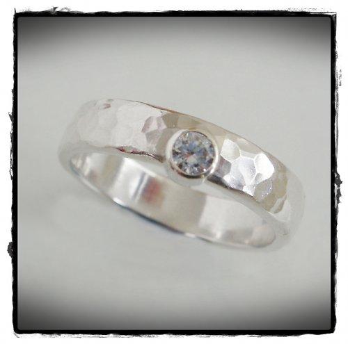 ANO - snubní prsten so zirkonom