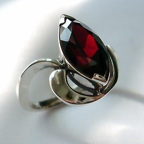 Prsten «Markýza» - stříbro 925, granát