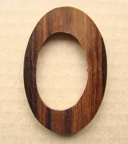 Oválný dřevěný přívěsek