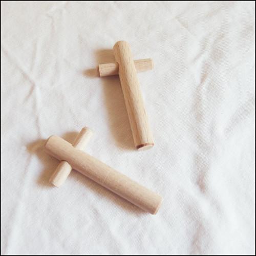 Velký dřevěný křížek - 8 x 4 cm (1 ks)