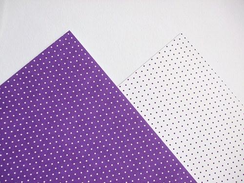 Karton fialový puntík