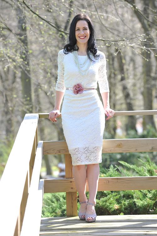 Krajkové šaty - svatební, možno i pro těhotné