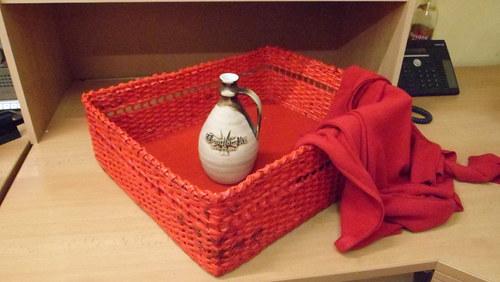 krabice červená s proužkem